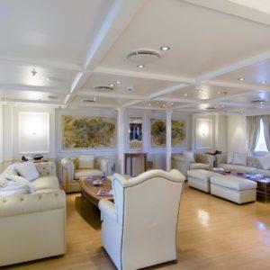 Motor yacht RM ELEGANT  - Owners Saloon